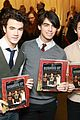 jonas brothers signing book 19