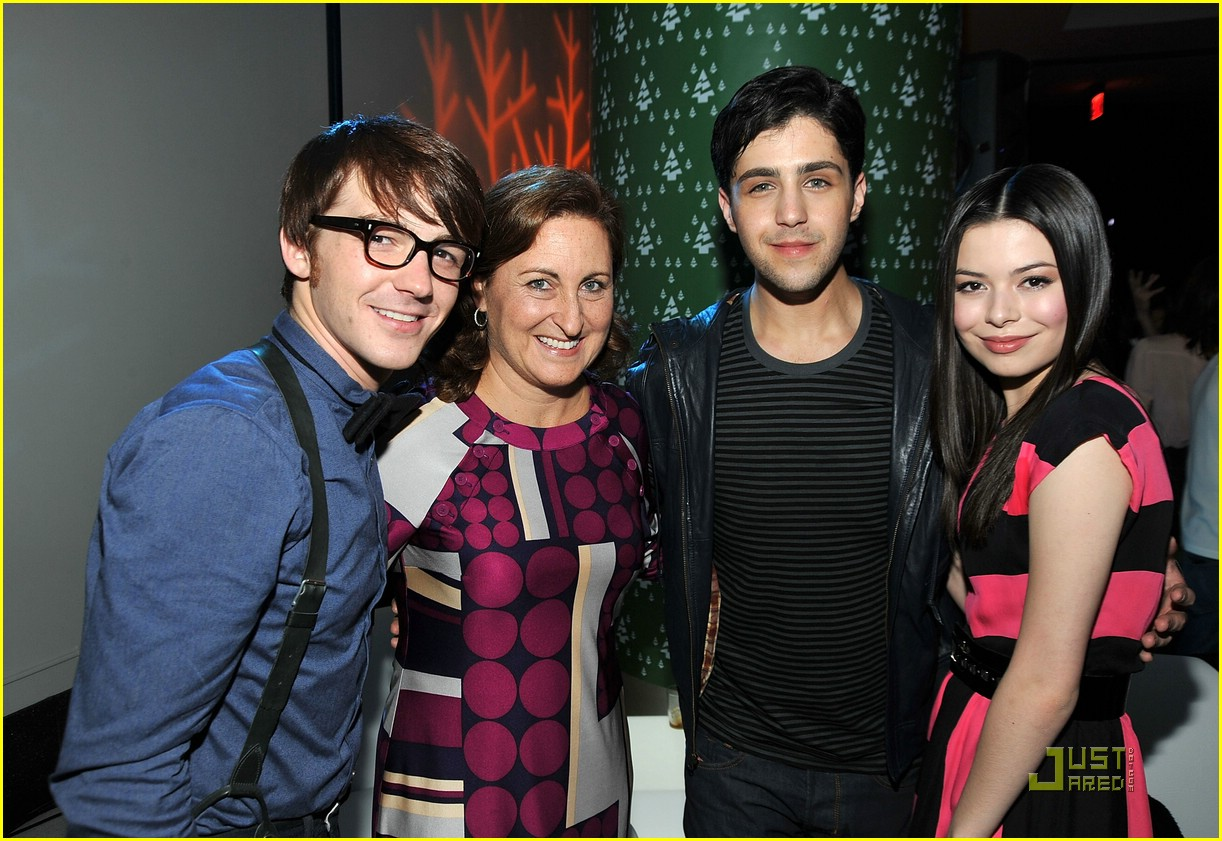 josh peck drake bell merry premiere 02 - Drake And Josh Christmas Movie Cast