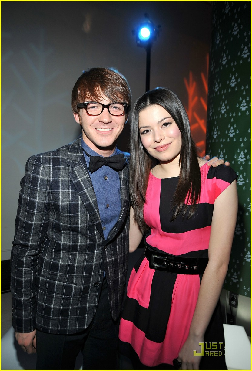Drake bell josh peck wish you a merry christmas photo 21901 josh peck drake bell merry premiere 09 voltagebd Images