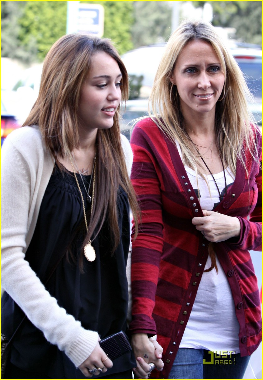 miley cyrus mandy jiroux city wok 14