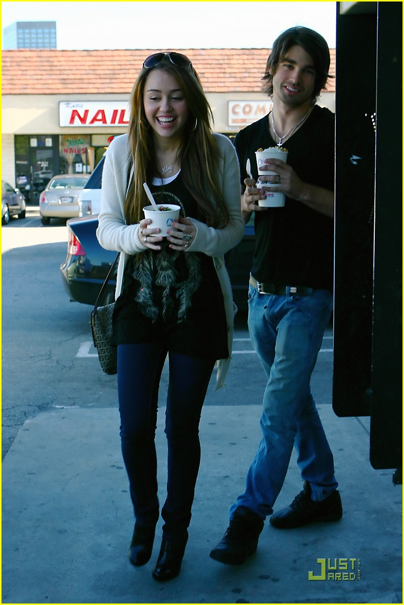 miley cyrus justin gaston froyo 05
