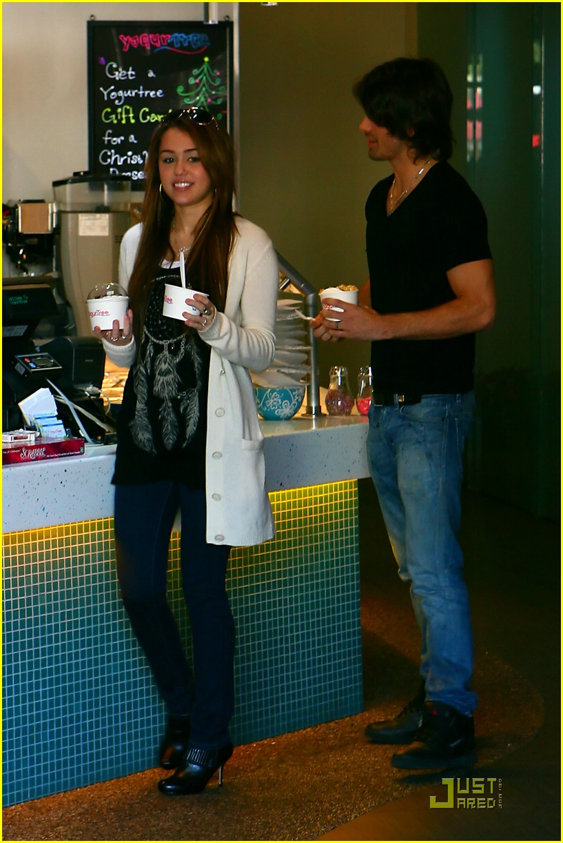 miley cyrus justin gaston froyo 07