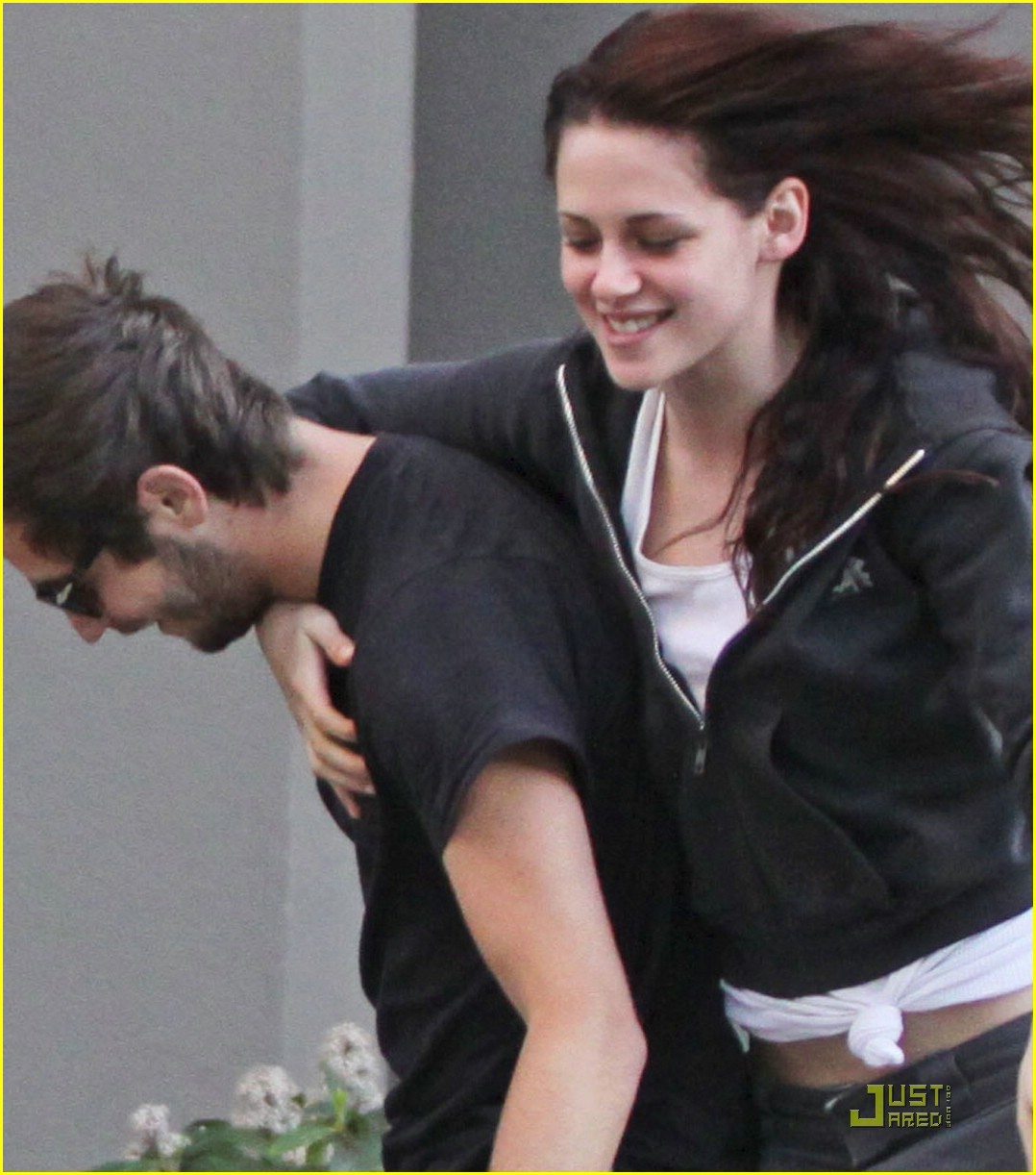 Kristen Stewart And Michael Angarano Kissing | www ...