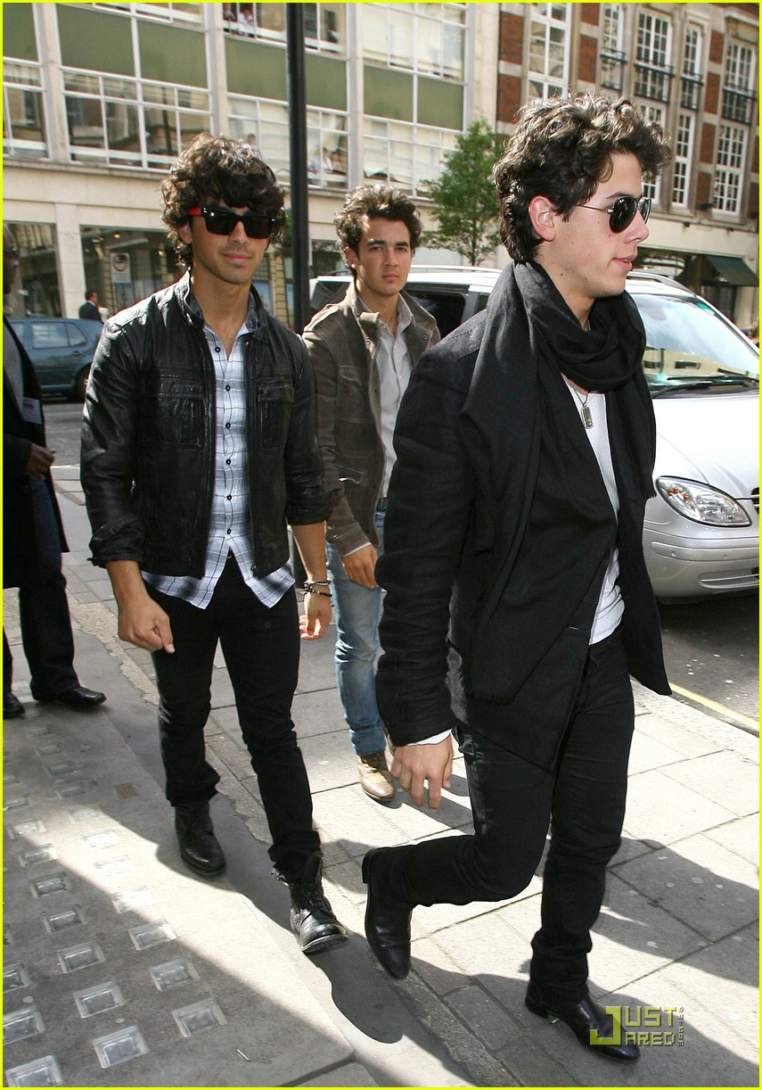 jonas brothers radio one 03