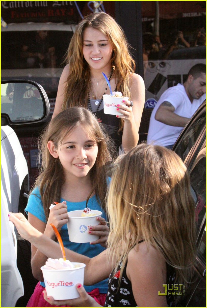 miley cyrus yogurtree yummy 04