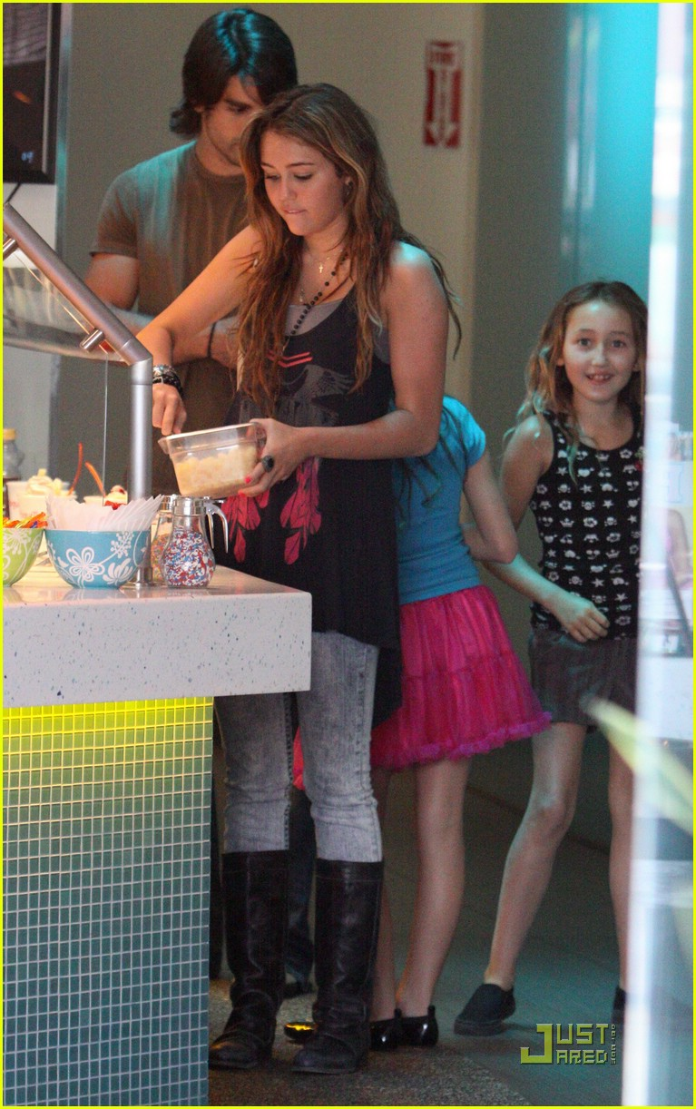 miley cyrus yogurtree yummy 12