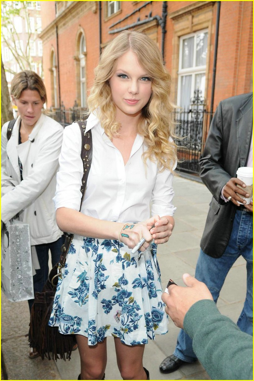 taylor swift floral skirt 06