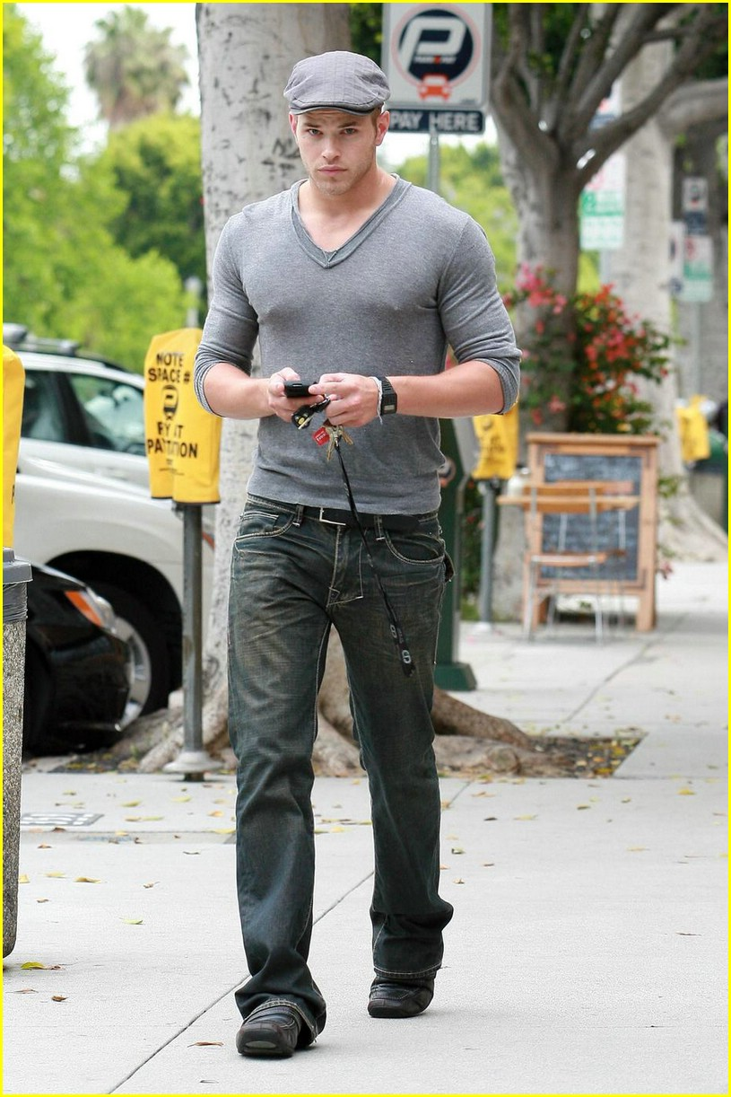 kellan lutz gray guy 06