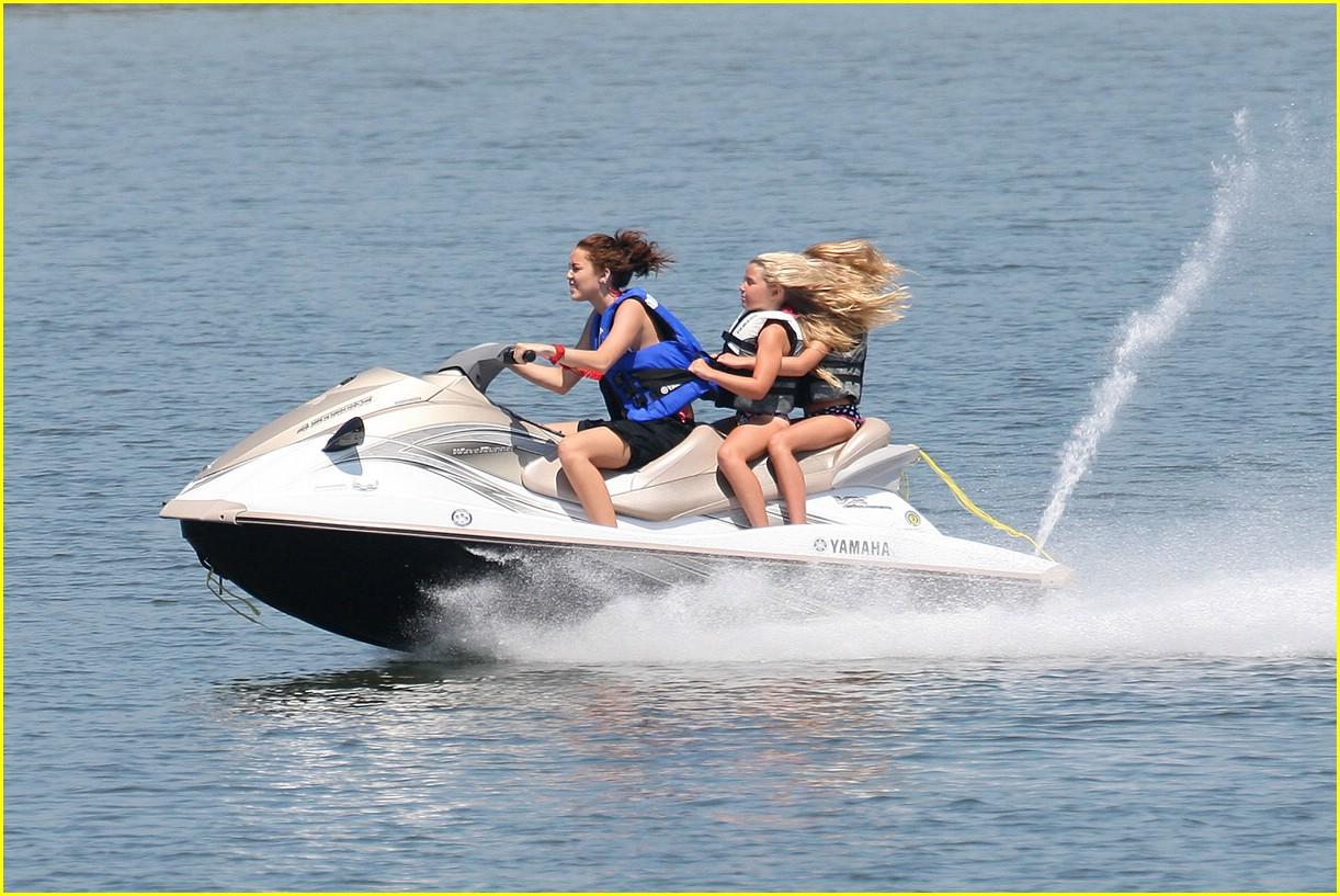 miley cyrus noah cyrus jet ski 03