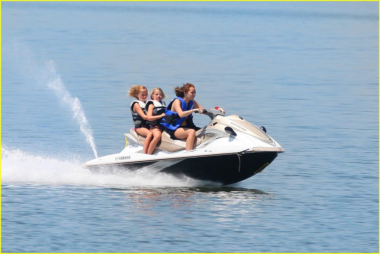 miley cyrus noah cyrus jet ski 08