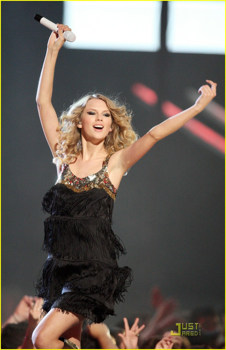 taylor swift video year 01