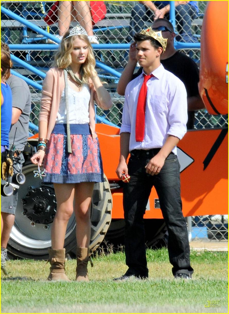 Taylor Lautner Flips For Taylor Swift Photo 233031 Carter Jenkins Emma Roberts Taylor Lautner Taylor Swift Pictures Just Jared Jr