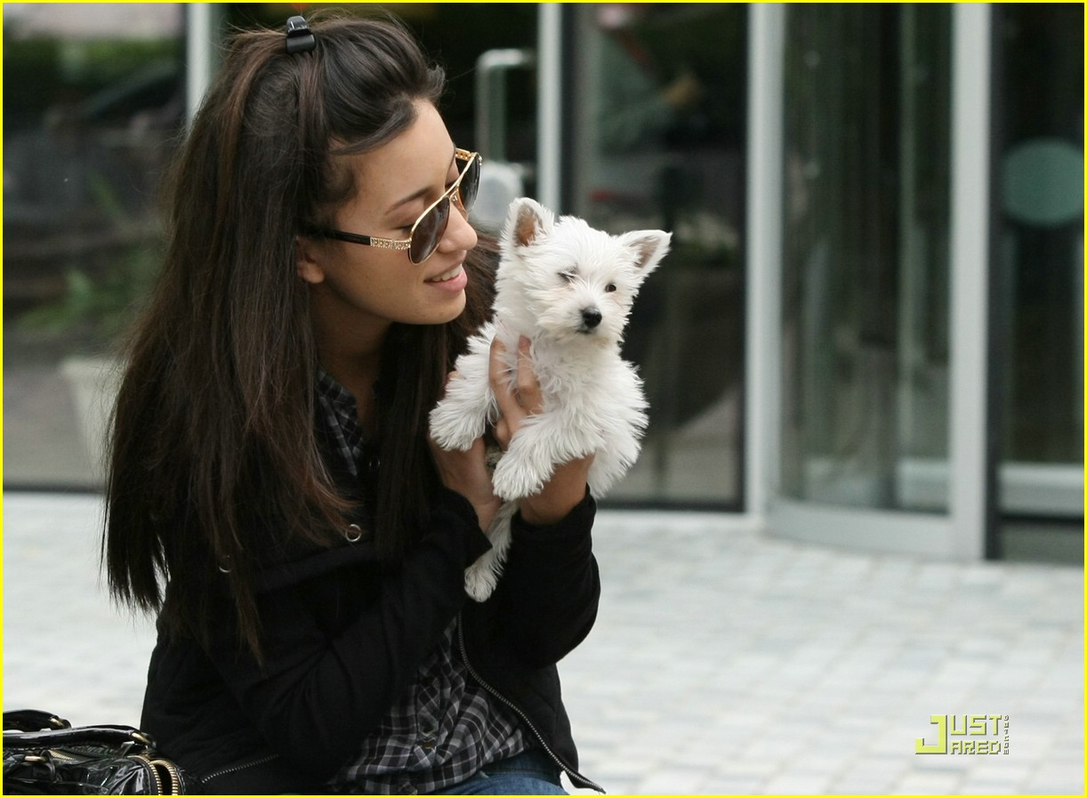 christian serratos beams bolt 04