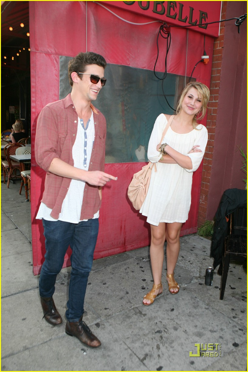 Daren Kagasoff Chelsea Staub Bourgeois Pig Pair Photo 256641 Chelsea Kane Daren Kagasoff Pictures Just Jared Jr You would think being in. just jared jr