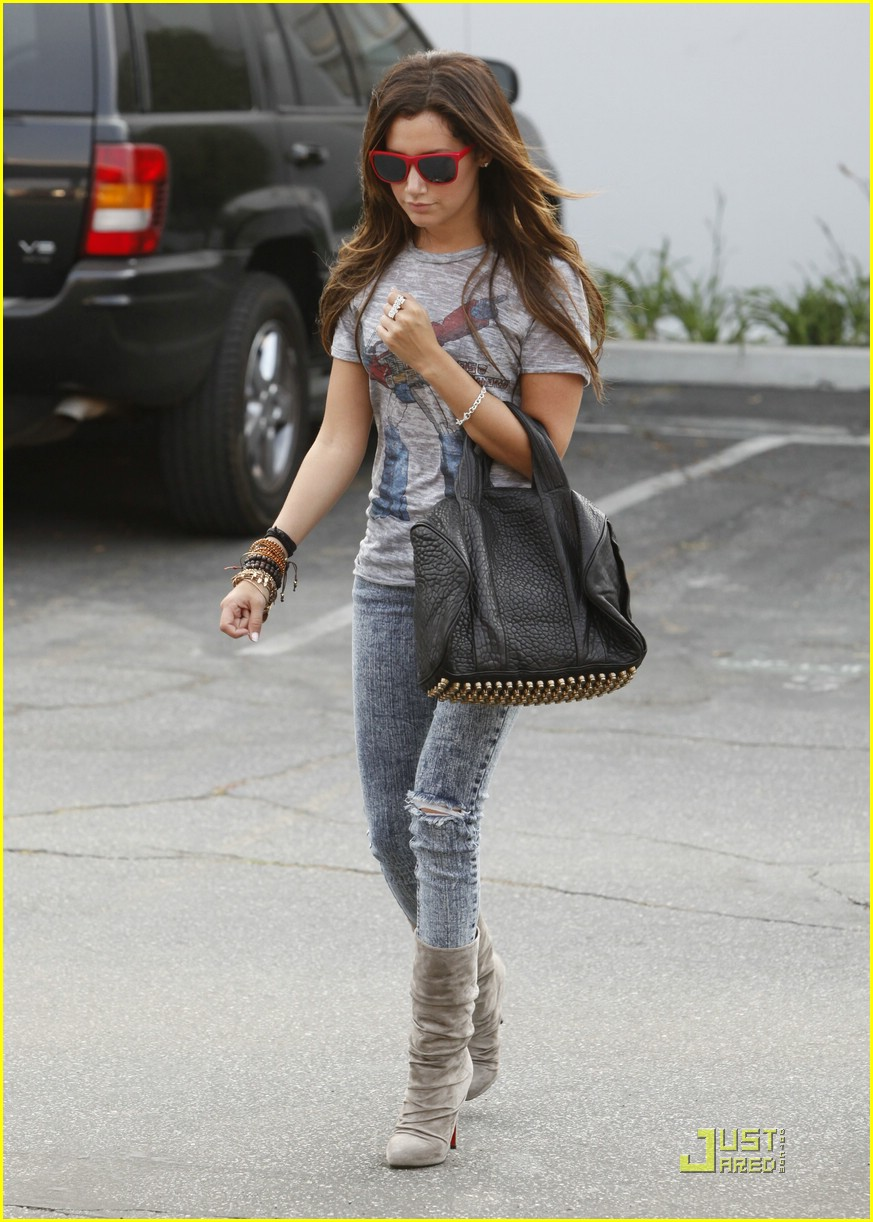 ashley tisdale twitter page 06