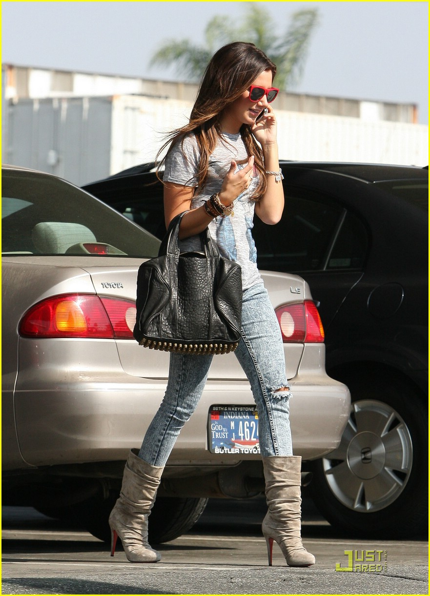 ashley tisdale twitter page 07