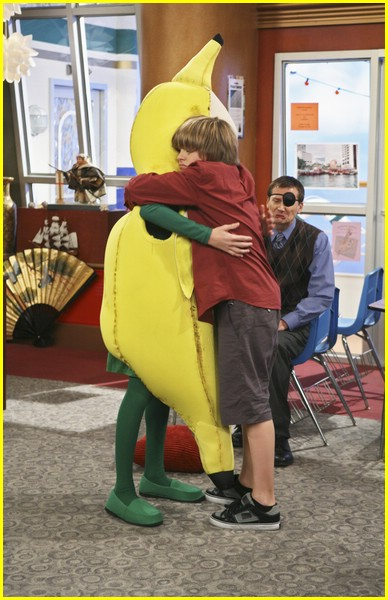 cole sprouse goin bananas 05