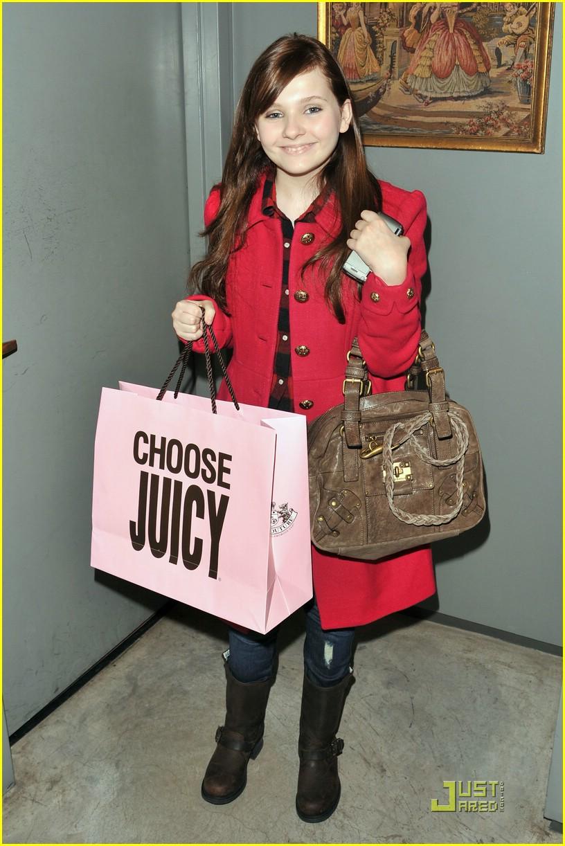 abigail breslin chooses juicy 01