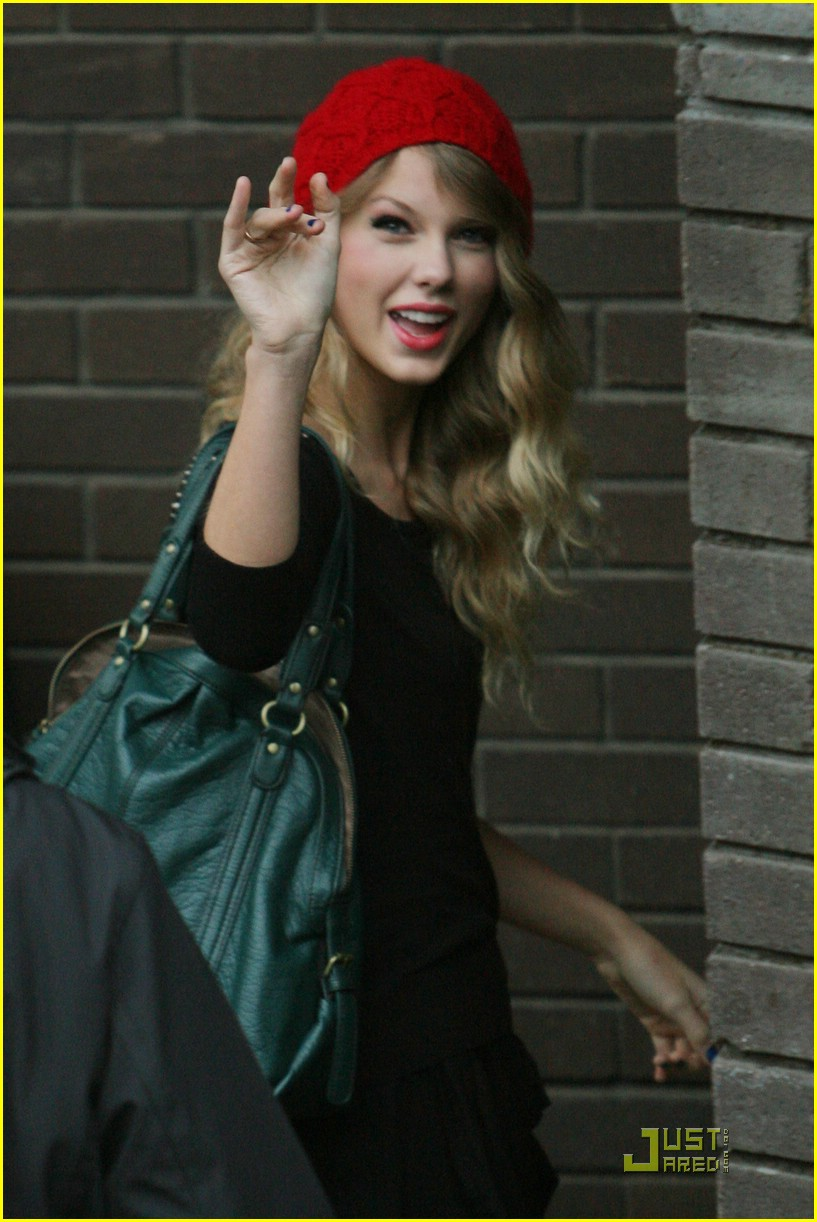 taylor swift red beanie 03