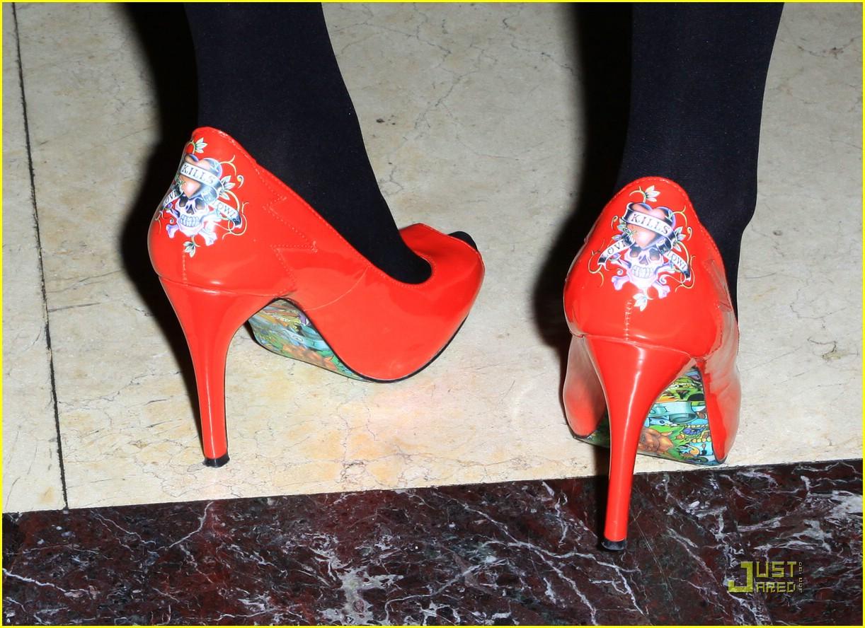 molly quinn ed hardy heels 02