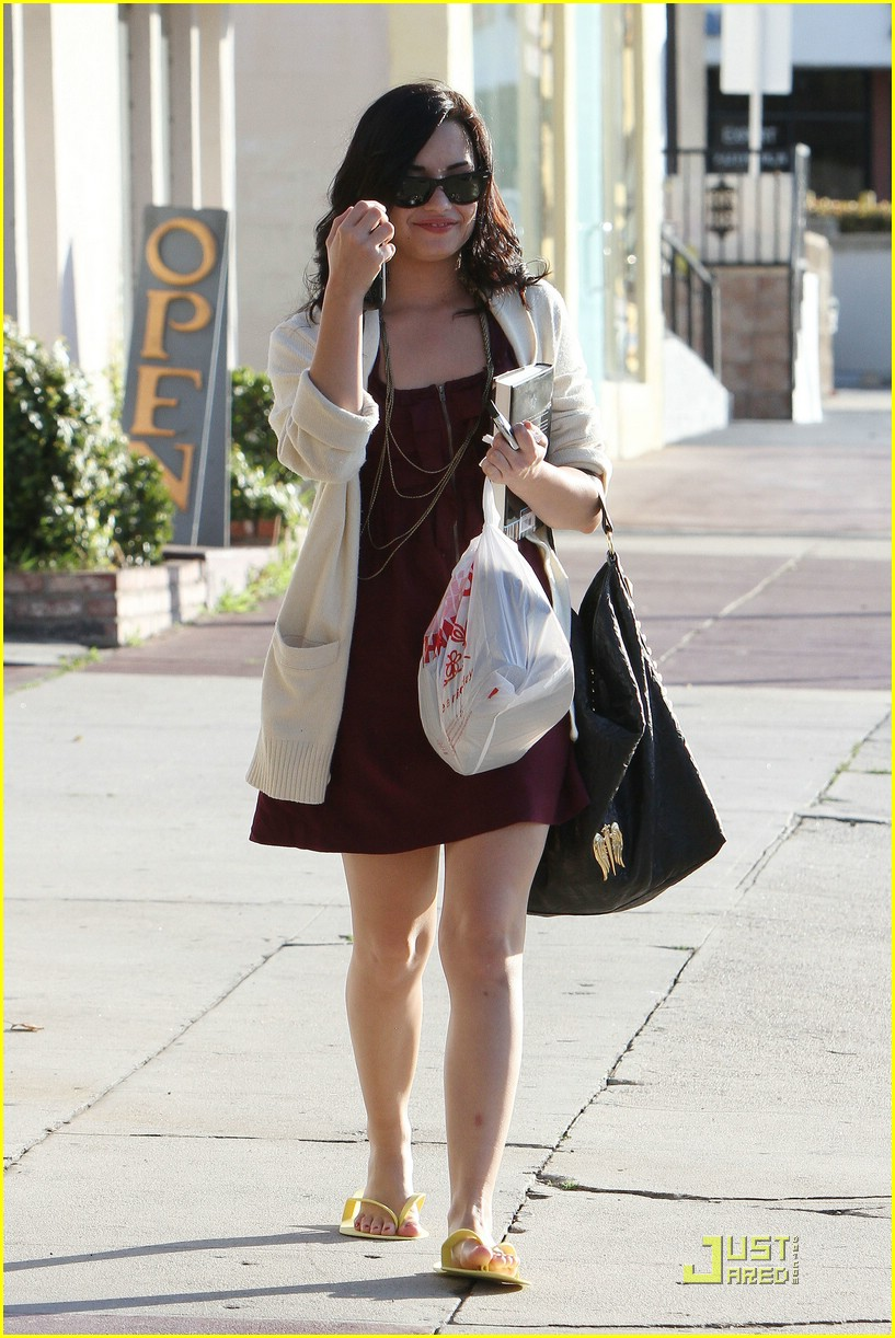 demi lovato pedicure pretty 15