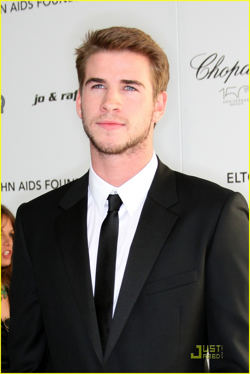 liam hemsworth arabian nights 04