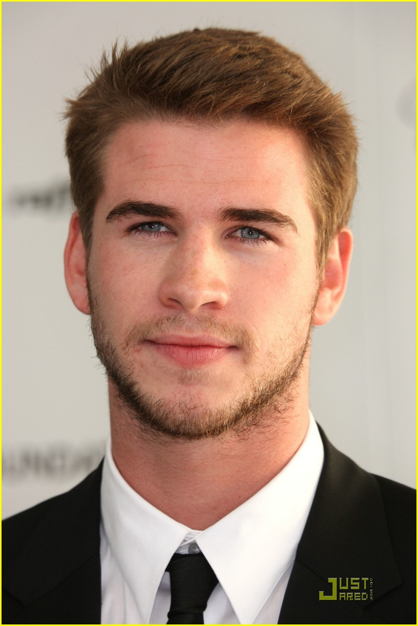 liam hemsworth arabian nights 07