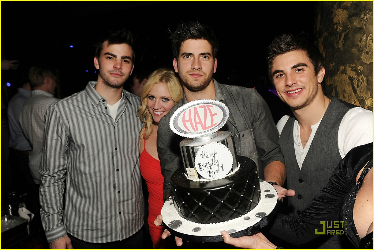 ryan rottman dating Victoria justice is an american actress and singer of puerto rican ryan rottman (2011-2013) victoria justice is currently dating actor pierson fode.