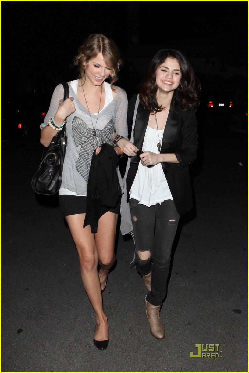 selena gomez taylor swift bowling party 19