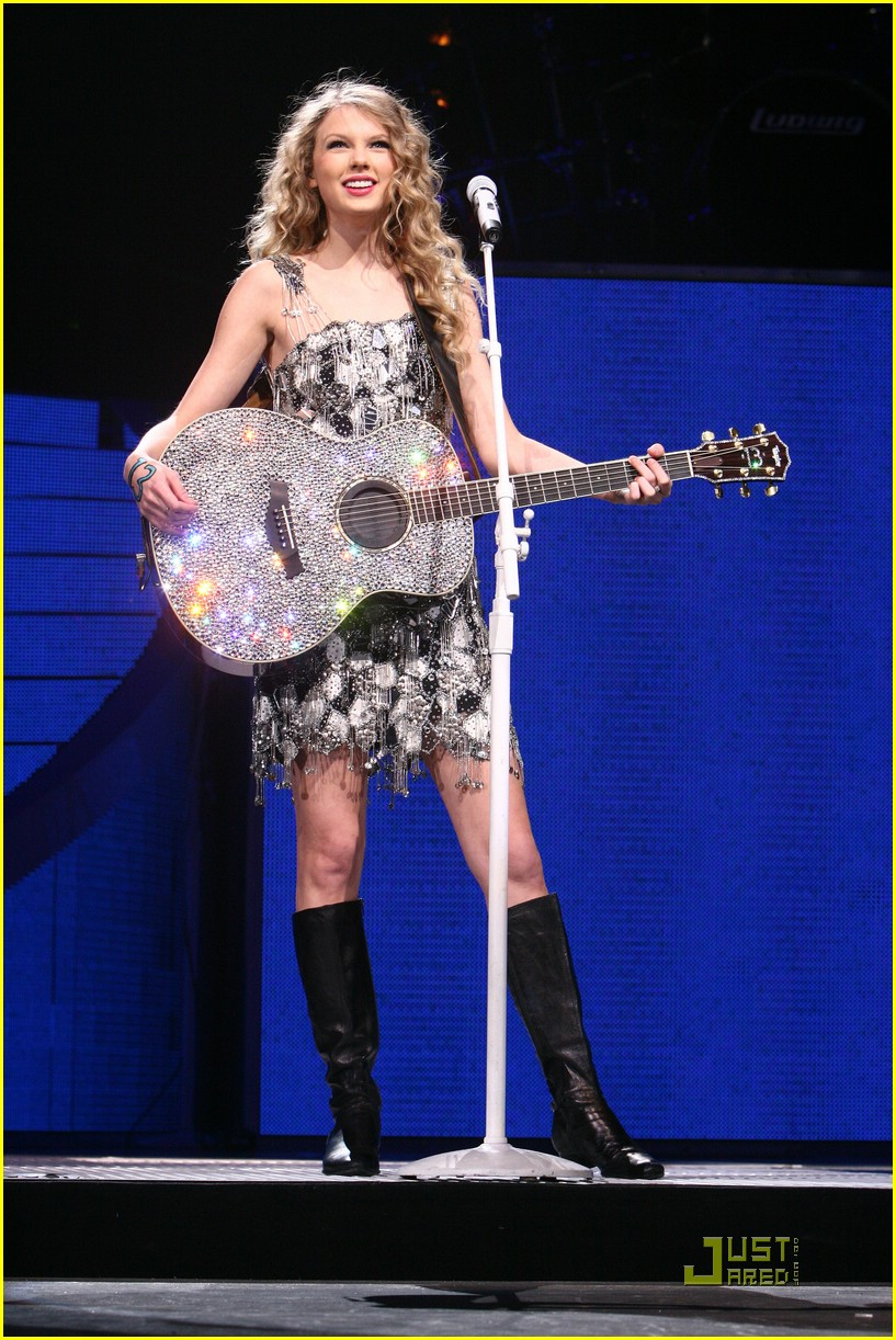 Taylor Swift Takes On Tampa Photo 360850 Taylor Swift Pictures Just Jared Jr