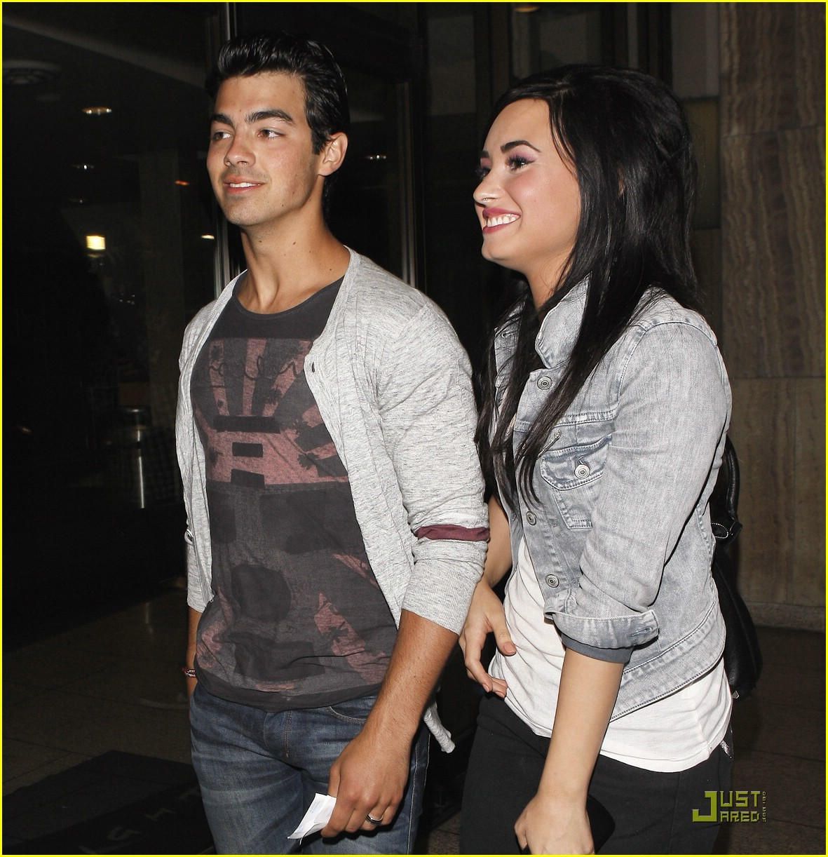 Who is demi lovato dating joe jonas
