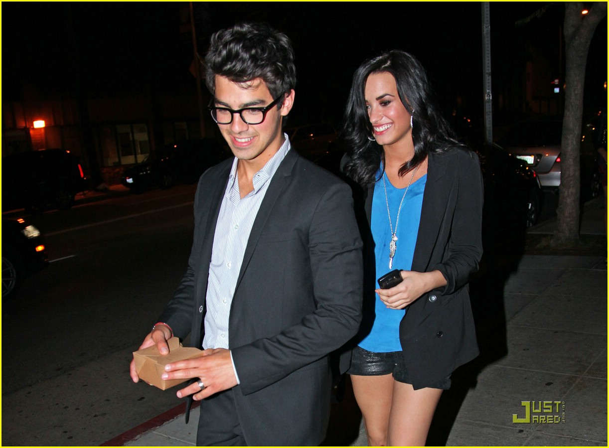 Is nick jonas dating demi lovato