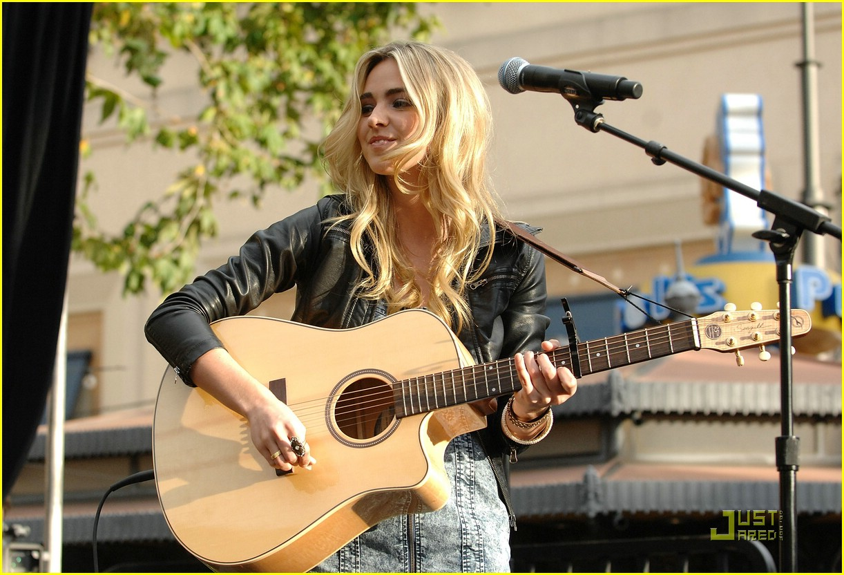 katelyn tarver grove gorgeous 01