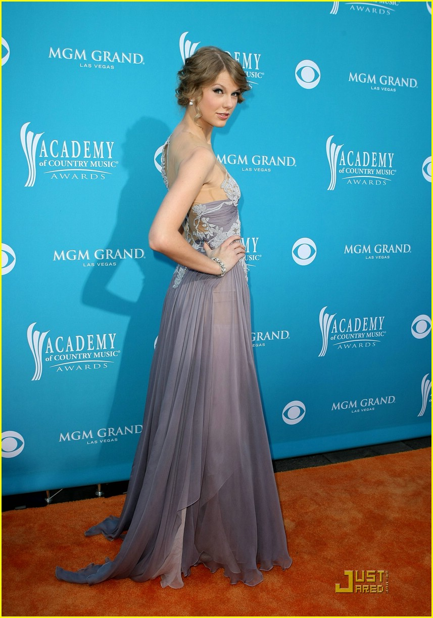 Taylor Swift: \'Change\' with The Tritones! | Photo 366930 - Photo ...