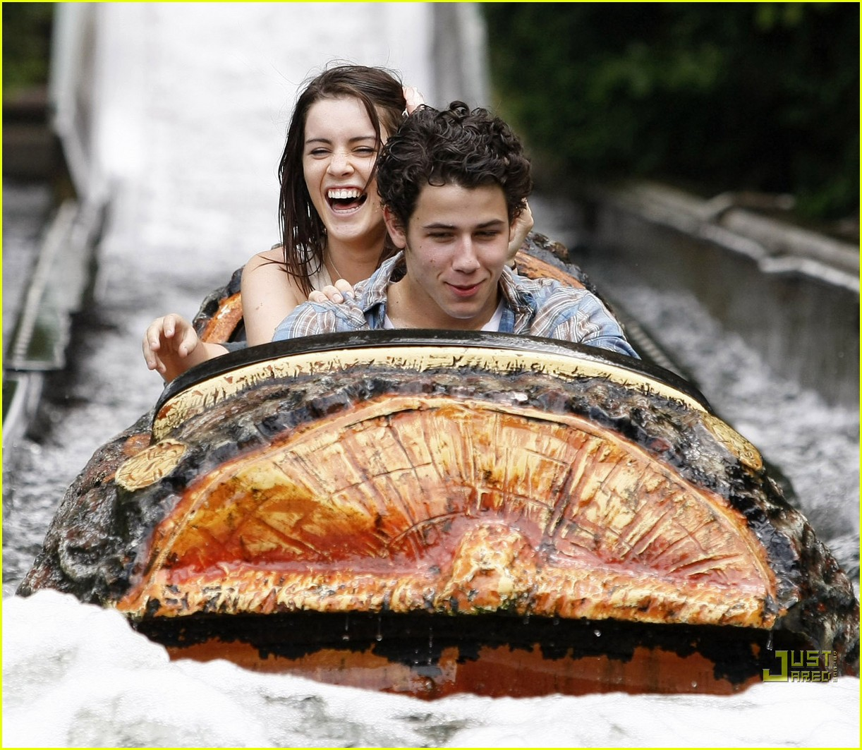 nick jonas lucie jones wet wild 05