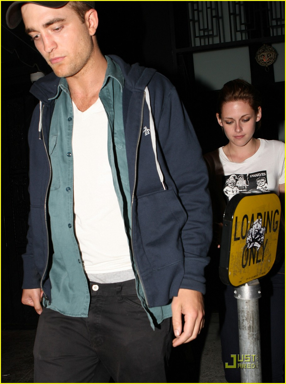 robert pattinson kristen stewart hotel cafe 01