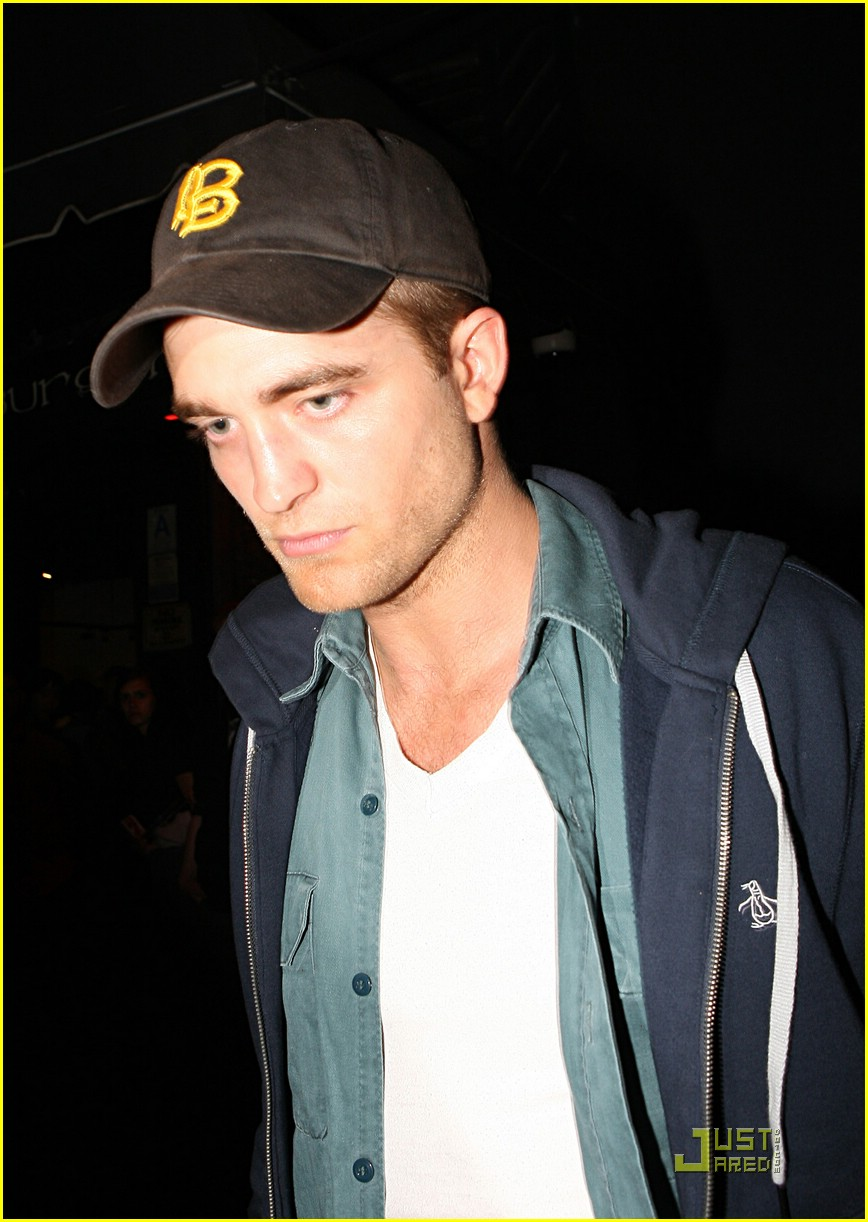 robert pattinson kristen stewart hotel cafe 03
