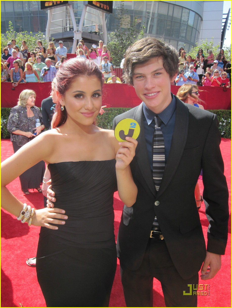 Ariana grande and graham phillips dating