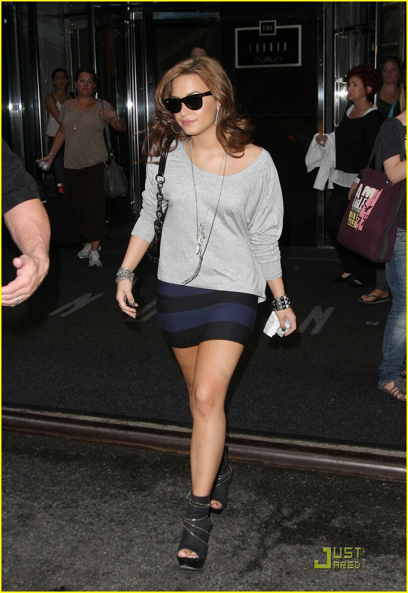 demi lovato leaves hotel nyc 10