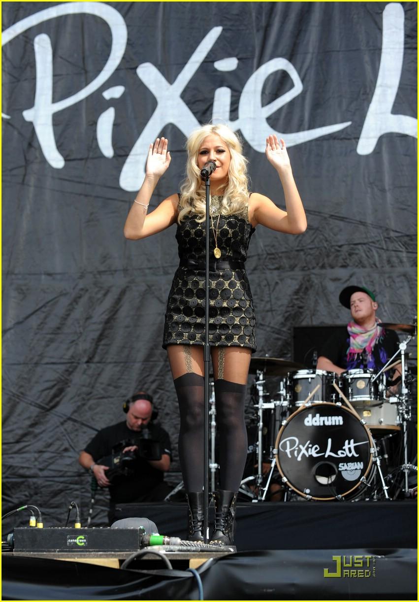 pixie lott easy v festival 04