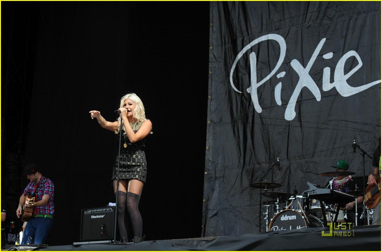 pixie lott easy v festival 23