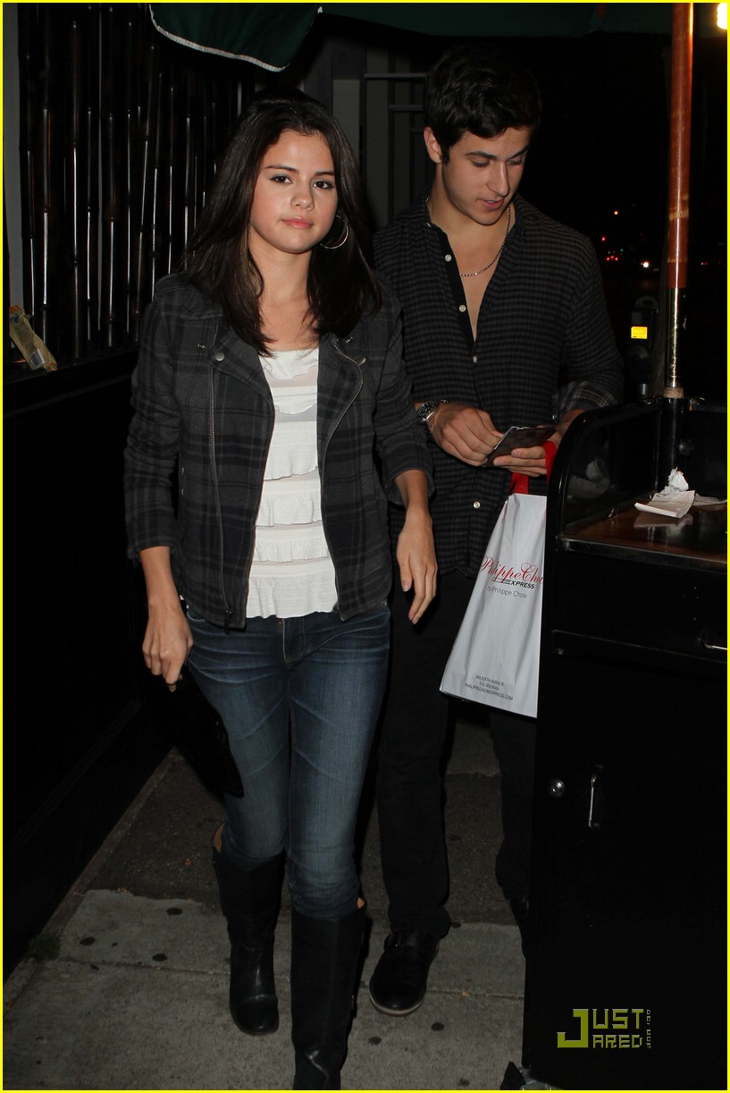 Selena gomez and david henrie dating 2009
