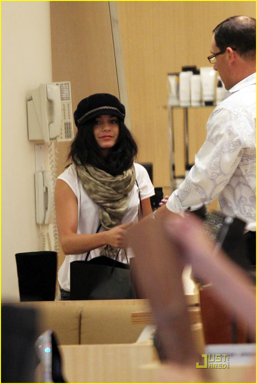 vanessa hudgens shoe shopper 02