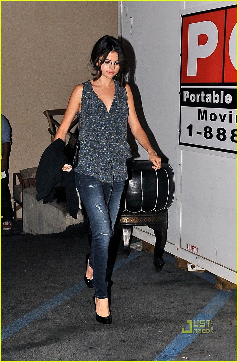 selena gomez red o mexican food 09