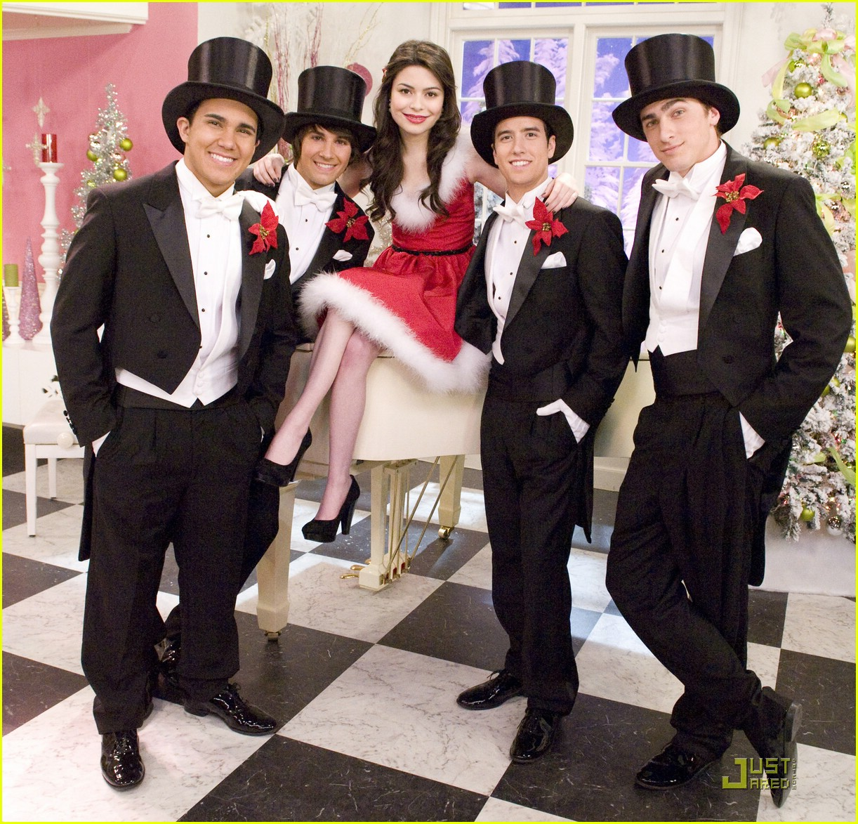 miranda cosgrove big time rush christmas 01 - Big Time Rush Christmas