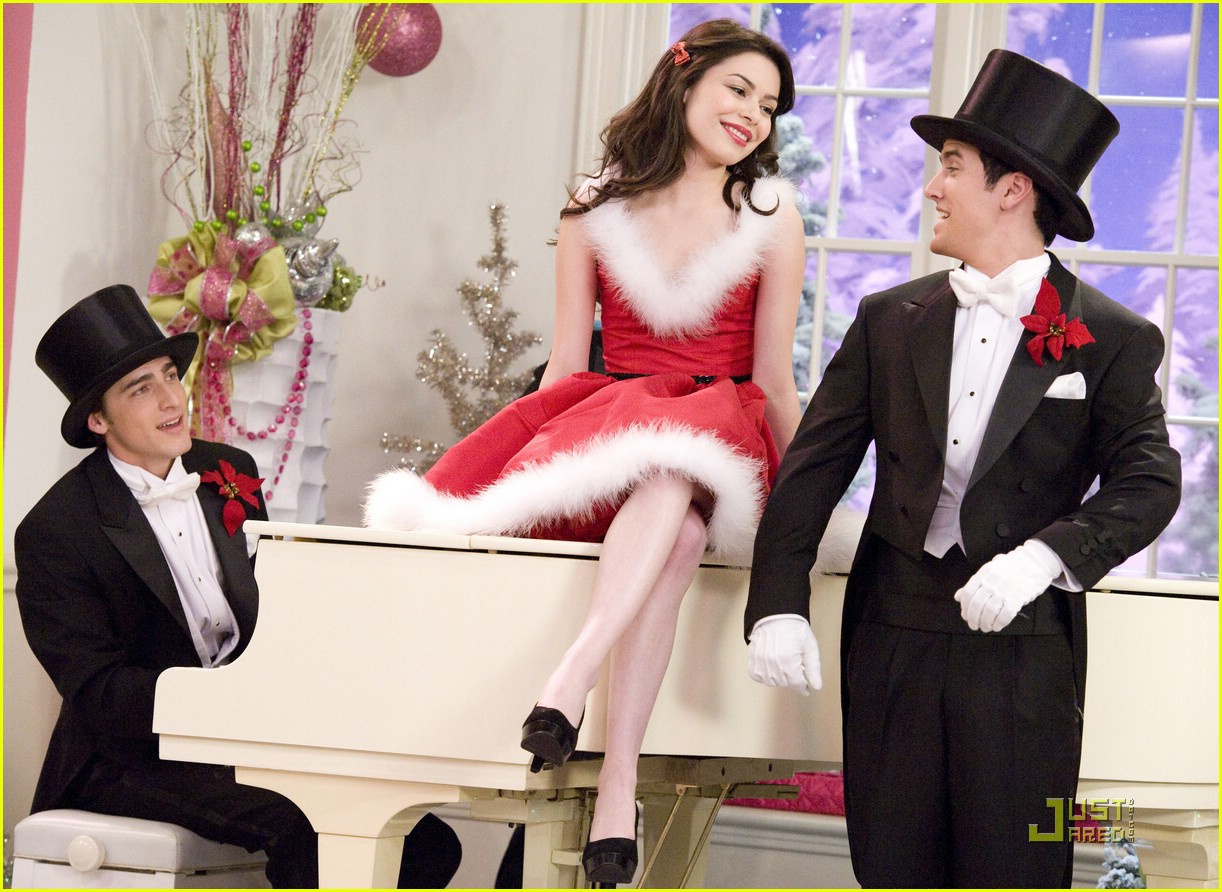 miranda cosgrove big time rush christmas 06 - Big Time Rush Christmas