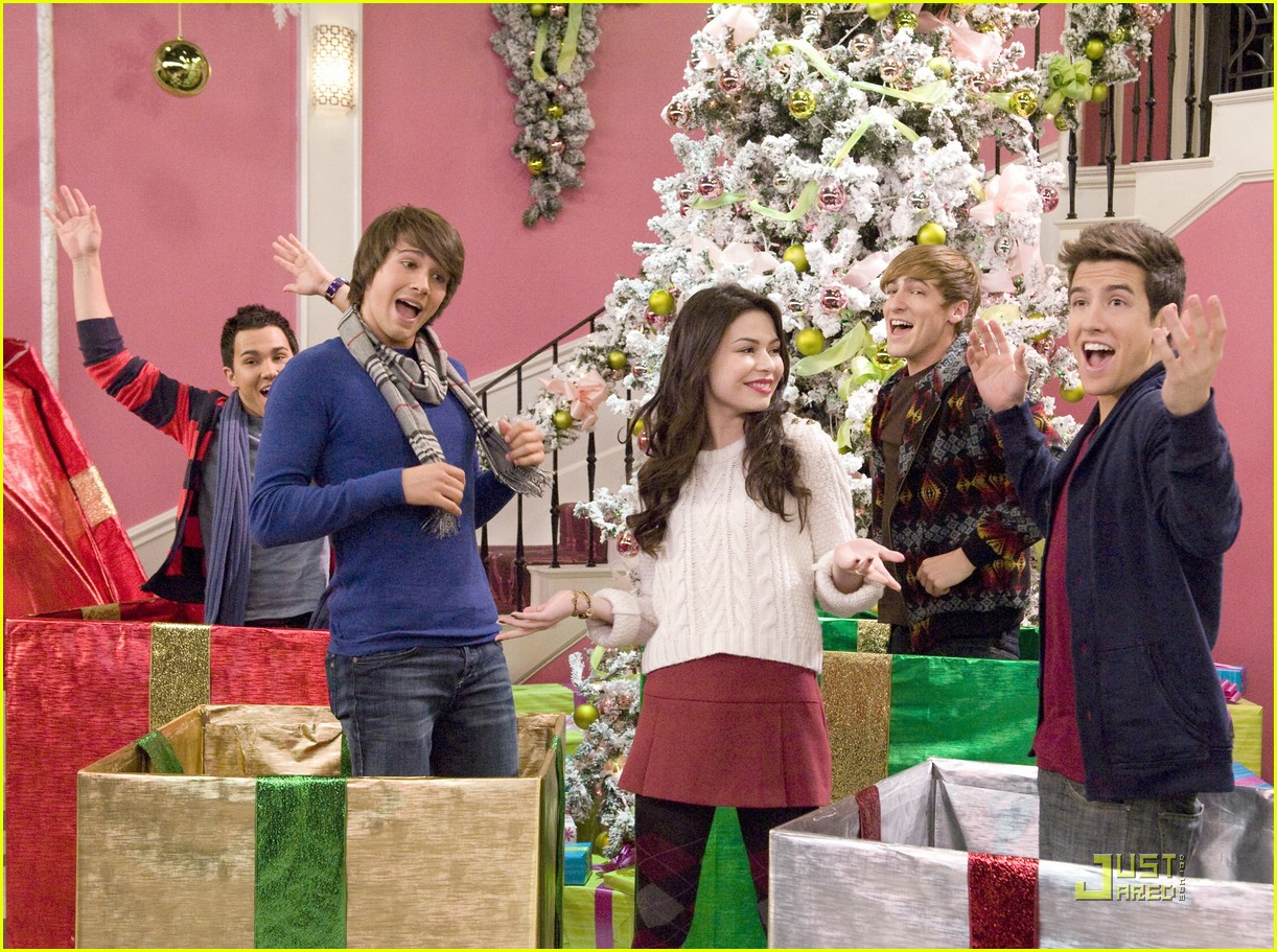 miranda cosgrove big time rush christmas 07 - Big Time Rush Christmas