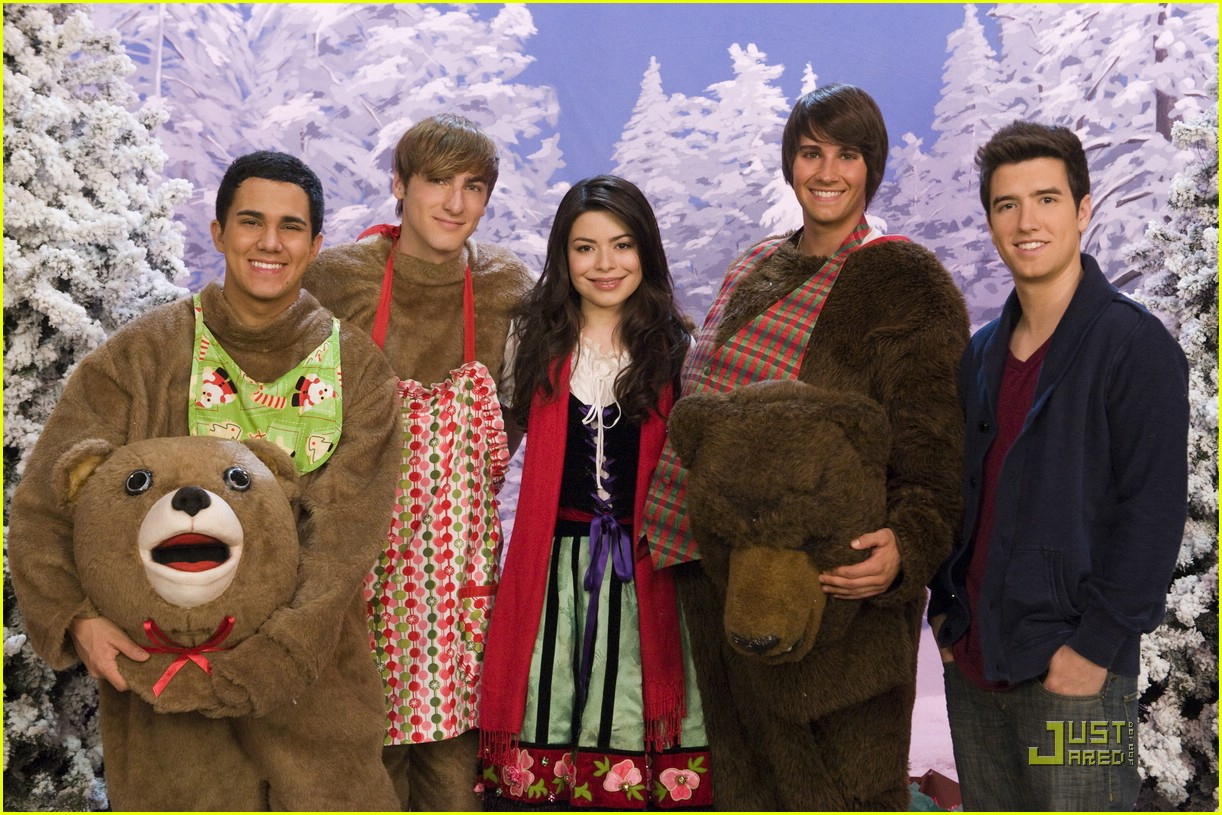 miranda cosgrove big time rush christmas 24 - Big Time Rush Christmas