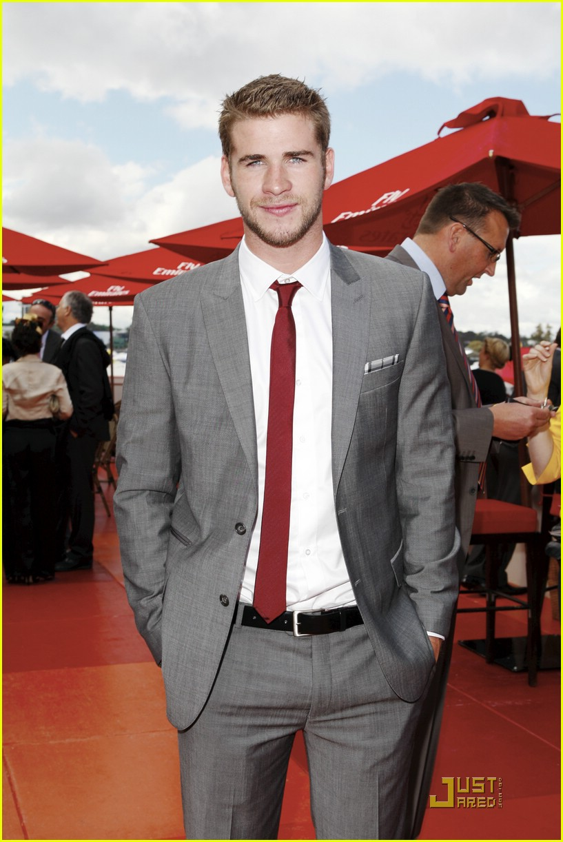 Liam Hemsworth Melbourne Cup With Mom Leonie Photo 392533