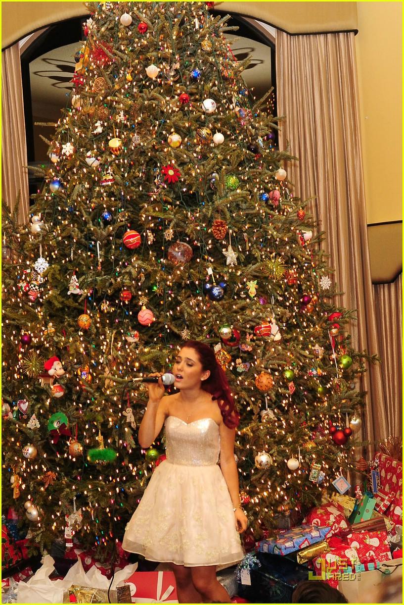 Ariana Grande S Christmas Party Photo 398655 Photo